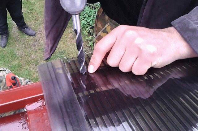 Как правильно закрепить поликарбонат на металлическом каркасе