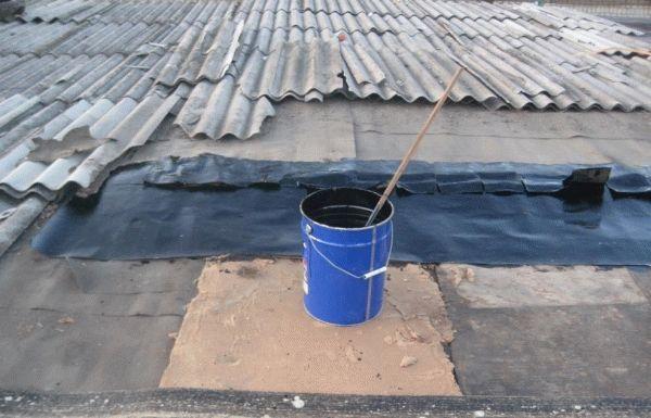 Чем заделать трещину в шифере на крыше