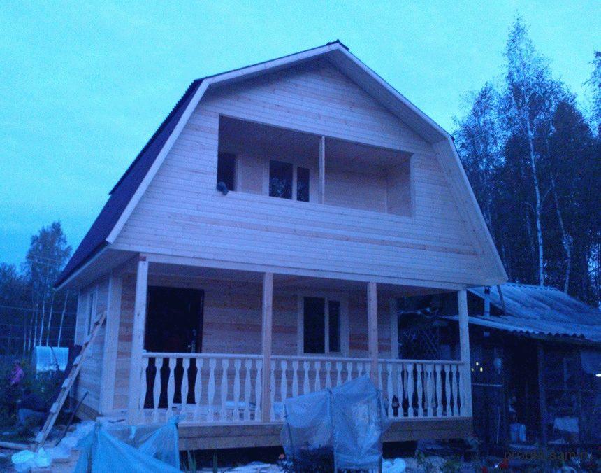 Проекты домов с ломаной крышей